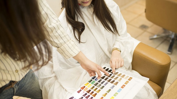 髪色にパーソナルカラーを取り入れる
